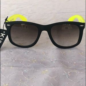 Two-toned (black/yellow) Wayfarer Sunglasses